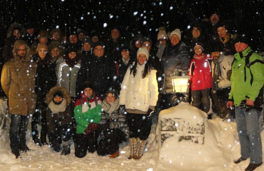Gruppenbild vor der Berghütte